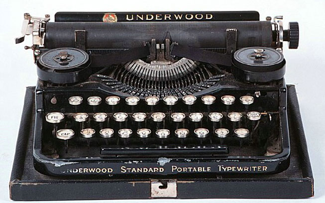 Typewriter-qwerty-vintage